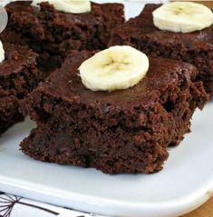 Brownies σοκολάτας με μπανάνα! Ένα γλυκό που σίγουρα θα αρέσει σε όλους όσους το προσφέρεις. Τι θα χρειαστείς 2 φλιτζάνια αλεύρι για όλες τις χρήσεις 2 φλιτζάνια καστανή ζάχαρη ¾ του φλιτζανιού σκόνη κακάο χωρίς ζάχαρη ¼ του φλιτζανιού γάλα ¼ φλιτζανιού καλαμποκέλαιο 1 κουταλάκι του γλυκού μπέικιν πάουντερ 1 πρέζα αλάτι 1 φλιτζάνι πουρέ [...]