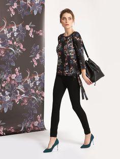 TOP SECRET Stylowa bluzka z motywem kwiatowym oraz efektownym wiązaniem u dołu. Bell Sleeves, Bell Sleeve Top, Kimono Top, Model, Shopping, Tops, Fashion, Moda