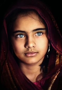 Oriente azzurro. Uno scatto stupendo del fotografo Anthony Austria, 2012.