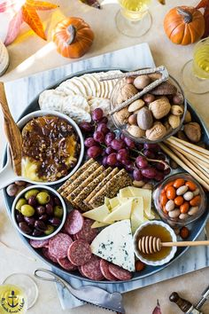 No holiday is complete without a spectacular cheese board. Get ready to WOW your guests with this Holiday Cheese Board with Baked Brie with Bacon Onion Jam and Glazed Pecans. Charcuterie Recipes, Charcuterie Platter, Charcuterie And Cheese Board, Cheese Boards, Charcuterie Display, Cheese Platters, Food Platters, Holiday Appetizers, Appetizer Recipes