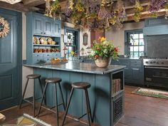 1600s Saltbox and School House New Hampshire  - i want to dry flowers in my future kitchen......