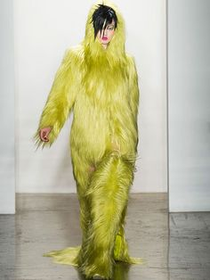 Jeremy Scott?? Trying to be a Muppett or is this a Yeti Look?    New York Fashion Week Fall/Winter 2013 Runway Show      Read more: Threeasfour Fall/Winter 2013 Runway Show - Weird Fashion New York Fashion Week - Real Beauty