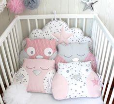 *Tour de lit bébé en 60cm large, hibou et nuage, tons roses et gris, pour lit de 60cm large