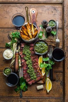 Steak and chips with chimichurri sauce - Dennis the Prescott - Food: Lunch, Dinner, Mittagessen - Beef Recipes, Cooking Recipes, Healthy Recipes, Wine Recipes, Steak And Chips, Seared Salmon Recipes, Food Platters, Meat Platter, Food Presentation