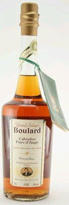 Produced from a blend of Calvados varieties from the Pays d'Auge of which the age varies from 3 to 5 years, the Boulard Grand Solage is characterised by its apple fragrance and its amber color. The pure initial taste of the Grand Solage is followed by a fruity flavor and the vanilla taste of oak. Perfect with a meal, it is also highly appreciated as an aperitif with tonic or on ice.