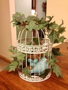 Decorative birds cages ideas, The bird cage is equally a home for the birds and an ornamental tool. You are able to choose anything you need on the list of bird cage models and get a great deal more particular images. Bird Cage Centerpiece, Centerpieces, Table Decorations, Bird Cage Decoration, Christmas Decorations, Country Decor, Farmhouse Decor, Decoration St Valentin, Decorative Bird Houses