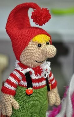 FREE Amigurumi Pattern (in Russian) - gnome patternAmigurumi Gnome - Tutorial (use translater)elf or gnome or tomte - crochet instructions in RussianPosts about bebek on Amigurumi TürkiyeI need to get this translated. Holiday Crochet, Crochet Gifts, Cute Crochet, Knit Crochet, Crochet Amigurumi, Amigurumi Doll, Crochet Dolls, Crochet Toys Patterns, Amigurumi Patterns