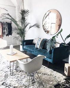 Salon salon séjour scandinave vintage bleu blanc argenté béton ciré bois métal textile miroir