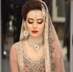 Stunning shimmering molten silver and light chai pink eyes were paired with rosy cheeks, 100 watt skin and a fire engine red lip for this stunner! Desi Bride, Desi Wedding, Wedding Attire, Wedding Bride, Wedding Wear, Wedding Dress, Pakistani Bridal Makeup, Pakistani Bridal Dresses, Walima Dress