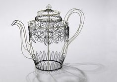 I'm in love with Cathy Miles ' work at the moment. These supersize wire drawn tea pots are amazing! She's a Midlands based metal smith. Wire Crafts, Metal Crafts, Wire Art Sculpture, Sculpture Ideas, Wire Sculptures, Stylo 3d, Wire Drawing, 3d Pen, Chicken Wire