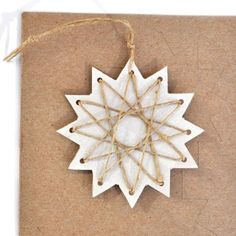 trim the tree – paper stars ... DIY ... http://poindextr.wordpress.com/2012/11/25/trim-the-tree-paper-stars/