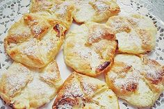 Topfentascherl 3 Austrian Recipes, Snack Recipes, Snacks, Baguette, French Toast, Brunch, Chips, Baking, Breakfast