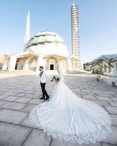 Muslim Wedding Dresses, Muslim Brides, Wedding Hijab, Wedding Poses, Wedding Couples, Wedding Bride, Ideas Hijab, Muslim Couple Photography, Baby Sewing