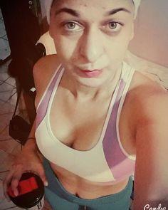 fechando o dia  #everlast #everlastbrasil #boanoite #gym #livestile #fit #fitness #foco #boanoite #franga #running #zumba #funcional #calabocaetreina #agachaquecresce #nopainnogain #cresceporra #gymlife #buchoquebrado by guiwedja