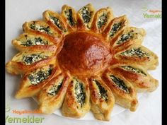 She Put A Small Plastic Bowl In The Center Of Some Dough & Cut Around It. Pizza Burgers, Burger Buns, Turkish Recipes, Greek Recipes, Borek Recipe, Pizza Pastry, Plastic Bowls, Breakfast Lunch Dinner, Quiche