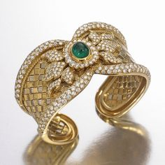 SOTHESBY'S - FROM THE COLLECTION OF PATRICIA KLUGE ~ An 18 Karat Gold, Diamond and Emerald Cuff Bracelet. An exceptional piece !