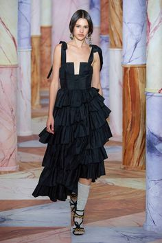 Ulla Johnson Fall 2020 Ready-to-Wear Fashion Show - Vogue Fashion 2020, Runway Fashion, High Fashion, Daily Fashion, Street Fashion, Fashion Fashion, Runway Models, Mode Editorials, Fashion Editorials