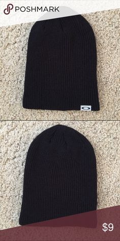 Oakley Beanie Oakley beanie, great condition, I just wear more of the 'slouchy' style beanie. ❌No Trade ✅Bundles OK Oakley Accessories Hats