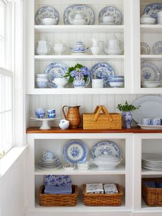 Made in heaven: Blue and white china display Dish Display, China Display, Displaying China, Kitchen Display, Shelf Display, Display Ideas, Vaisseliers Vintage, Blue And White China, Blue China