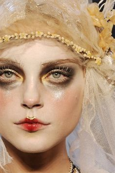 Backstage Makeup John Galliano FW 2009
