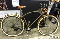 Wonderful #bow frame, enhanced by leather and wood components. A perfect #bike for travelling across time! #vintagebike