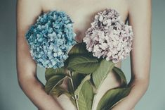 Her poetically narrative titles are a trademark, giving depth to her conceptual shots of women ornamented with daisies, pom-pom hydrangeas and other blooms. #photography #illusion