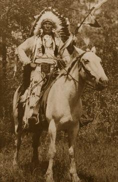 Stoney (Nakoda) Indian chief on horse back Assiniboine~Ҝ♦Ƭȟσwáŋžičá~ Native American Horses, Native American Pictures, Indian Pictures, Native American History, American Indians, American Symbols, American Women, American Art, Indian Tribes