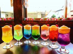 ちびなお。さんはInstagramを利用しています:「クリームソーダ7種 昭和の香りがする純喫茶 #クリームソーダ#喫茶#宝石箱#世田谷区#昭和#レトロ」 Rainbow Drinks, Colorful Drinks, Rainbow Food, Cocktails, Cocktail Drinks, Refreshing Drinks, Summer Drinks, Butler Cafe, Cool Poster Designs