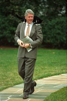 President Clinton walking with Socks the Cat perched on his shoulder 03/07/1995.