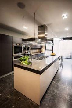 Casa Basaltica: Cocinas de estilo minimalista por grupoarquitectura