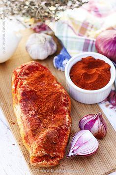 Cum se face slănina fiartă cu usturoi și boia. Ingrediente si mod de preparare. Reteta testata cu imagini. Tasty, Yummy Food, International Recipes, Charcuterie, Carne, Camembert Cheese, Sausage, French Toast, Bacon