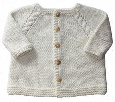 * Ce gilet pour les bébés se tricote en un seul morceau en commençant par le…