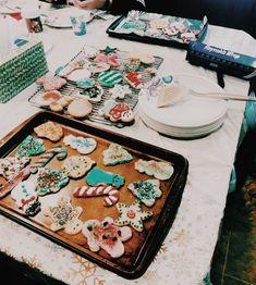 Merry Christmas To All, Christmas Mood, Christmas Music, Little Christmas, Christmas Movies, Christmas Playlist, Holiday Logo, Healthy Junk, Xmas Food