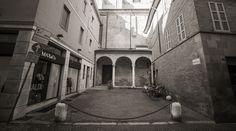 Il fascino di Ravenna e del suo centro storico, anche in bianco e nero. Foto di Simone Masini.