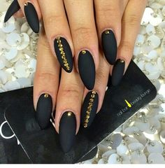 Oval blvck nails w/gold studs