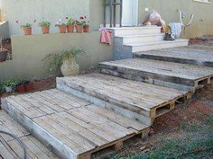 pallet steps to the front pallet porch