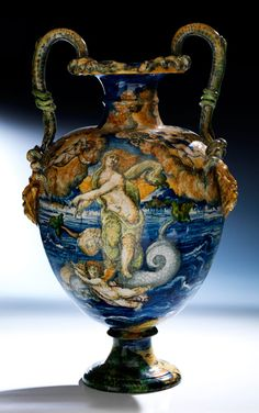 Museale, große Majolika-Vase Höhe: 59 cm. Casteldurante, nach 1540. PART.