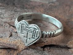 Historical Artifacts, Viking Jewelry, Silver Brooch, Signet Ring, Names Of Jesus, Beautiful Rings, Hand Carved, Heart Ring, Wax