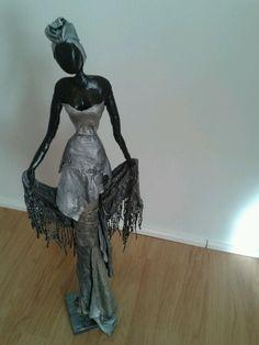 Afrikaanse vrouw 70 cm hoog. Ven klei en paverpol. Made by me.