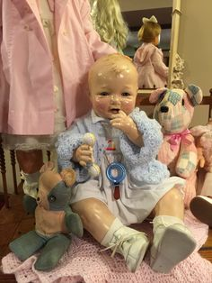 """This is a 1924 (effanbee) """"BUBBLES"""" wearing a vintage hand smocked bubble suit. Big Baby Dolls, Little Doll, Baby Doll Nursery, Effanbee Dolls, Dolls Prams, Doll Display, Bear Doll, Vintage Paper Dolls, Old Dolls"""