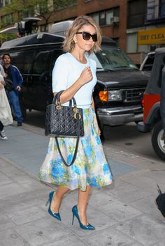 Sarah Hyland nails Blair Waldorf chic in ASOS Sarah Hyland, Celebrity Shoes, Celebrity Style, Pretty Outfits, Cute Outfits, Pretty Clothes, Dress Up Corner, Ball Skirt, Smart Outfit