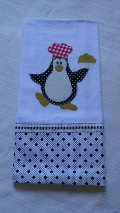Pano de prato bordado em patchaplique. Barradinho tecido tricoline. Motivo de Pinguim. Applique Towels, Hand Applique, Applique Patterns, Applique Designs, Embroidery Applique, Quilt Patterns, Machine Embroidery, Embroidery Designs, Patch Quilt