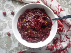 All-Natural Cranberry Sauce | One of the best Thanksgiving side dish recipes. This homemade cranberry sauce is sweet, tart, and so fresh.