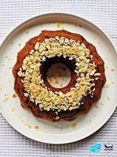 """Składniki: Foremka to standardowa """"babka"""", piekarnik rozgrzewamy do temp. 180st. ok. 420-440g ugotowanej ciecierzycy lub 2 puszki gotowej ciecierzycy, niecała szklanka migdałów, 2 duże, dojrzałe banany lub 3 średnie, 4 łyżki karobu lub kakao (albo pół na pół), 4 łyżeczki stewii lub 4 łyżki melasy buraczanej, 1 łyżeczka sody oczyszczonej lub domowego proszku do pieczenia, …"""