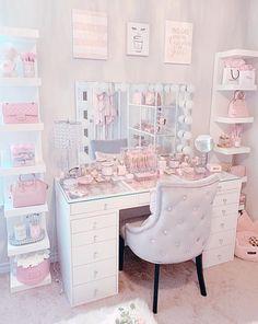 Pink Bedroom Decor, Bedroom Decor For Teen Girls, Room Design Bedroom, Girl Bedroom Designs, Teen Room Decor, Room Ideas Bedroom, Cute Room Ideas, Cute Room Decor, Dressing Room Decor