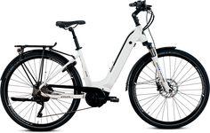Mit dem TOWN LOW 20 ist jeden Tag Sommer. Wenn nicht auf der Wetterkarte, dann in Deinem Herzen. Denn auch der Weg zur Arbeit kann sich wie Sommer anfühlen. So leicht, so schnell, so erholsam. Dafür stehen Cylan E-Bikes. Aber eigentlich stehen sie nicht wirklich. Sie fahren viel lieber. Und sie fahren lang. Dafür sorgt der integrierte Bosch E-Bike Akku mit dem Extra an Reichweite und Power. So kannst Du ganz entspannt losfahren, ohne Dir Sorgen über die Strecke machen zu müssen. Bosch, Bike, Summer, Bicycle, Bicycles