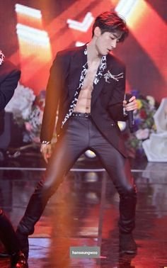 Viction seungwoo abs produce x 101 Korean Boys Hot, Paul Kim, Abs Boys, Kpop Guys, Drama, Love My Kids, Seong, Boyfriend Material, Korean Singer