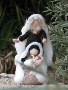 Needle felted Christmas nativity par Made4uByMagic sur Etsy, $75.00