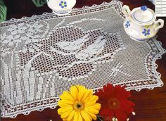 Mary Card's famous Narcissus and Sparrows filet crochet design