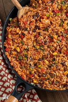 These Turkey Rice Burrito Bowls make a great family meal - sit down and grab a bowl with your favourite toppings. Gluten free, dairy free, Slimming World and Weight Watchers friendly